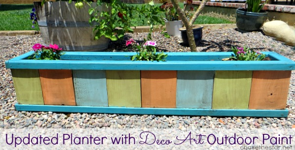 Updated Planter with #DecoArt Outdoor Paint via hellolifeonline.com #planter #garden #diy