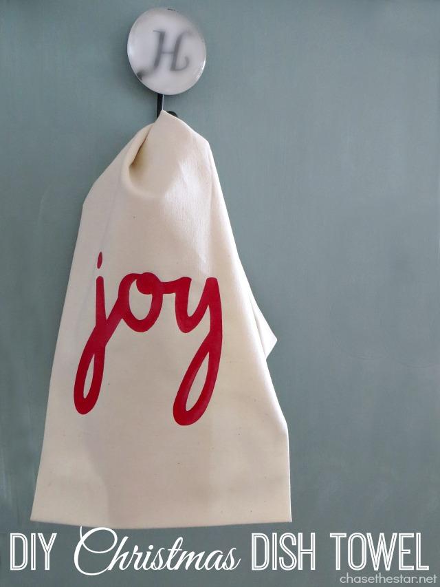 DIY Christmas Dish Towel via Chase the Star #Cricut #ChristmasTowel #DIYCraft