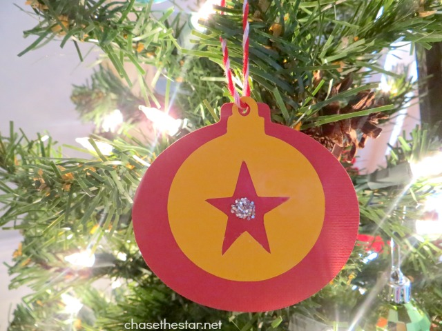 Easy Christmas Ornaments for Kids! Great for Kid's class gifts or to hand out at Christmas parties! via Chase the Star