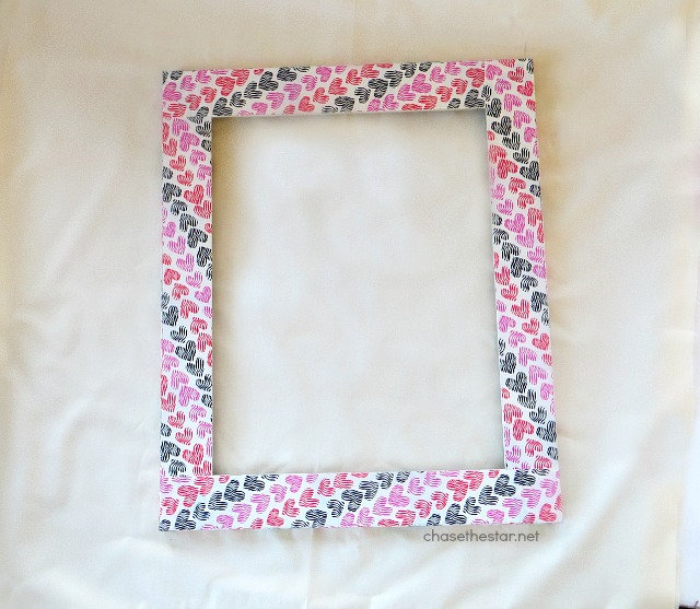 Wrap an old picture frame in #ductTape for a new look! via #ChaseTheStar #ducktape @theduckbrand