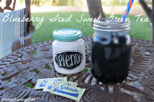 Blueberry Iced Sweet Green Tea Perfect for warm spring days! #sweetSwaps #Splenda