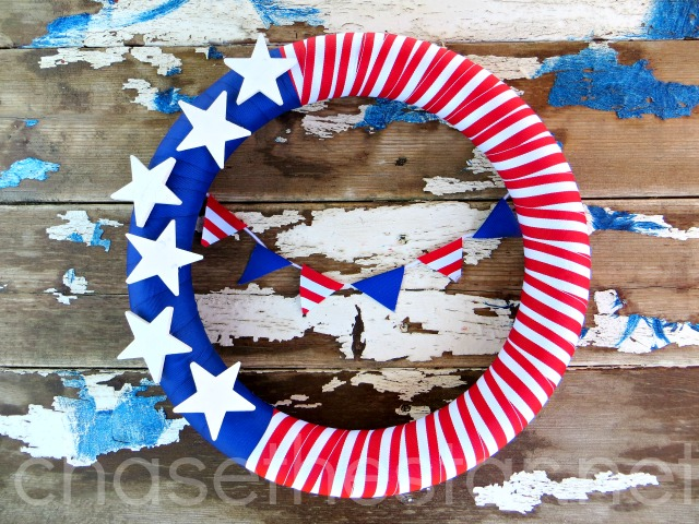 4th of July Wreath make it easily with supplies from @MichaelsStores #MichaelsMakers #redwhiteandblue #4thofJuly #Patriotic #bunting #wreath #michaelsmakers