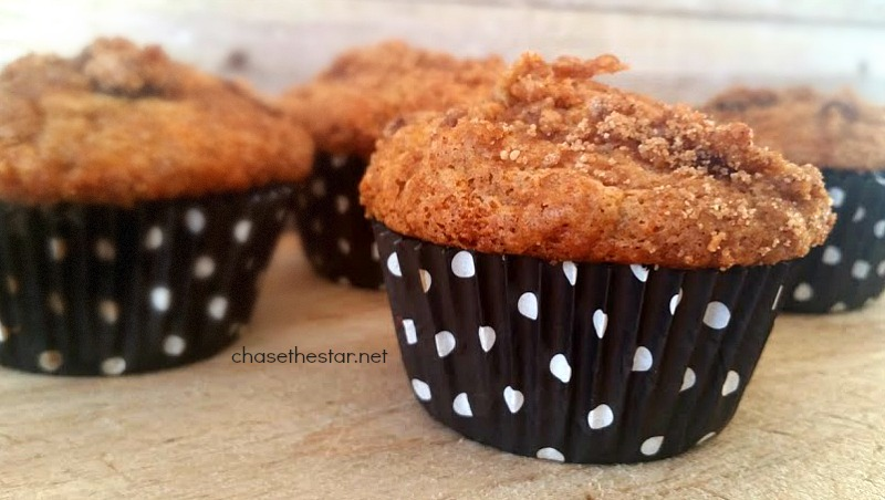 Amazing Banana Crumb Muffins! #Recipe #banana #fallrecipe #food