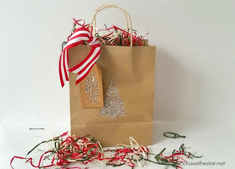 Easy to DIY Gift Bag #michaelsmakers @michaelsstores