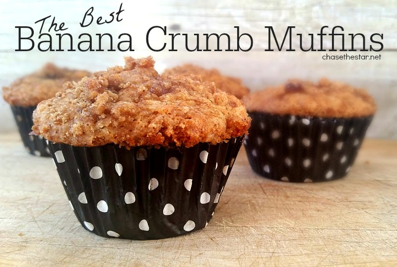 The Best Banana Crumb Muffins! #Recipe #banana #fallrecipe #food