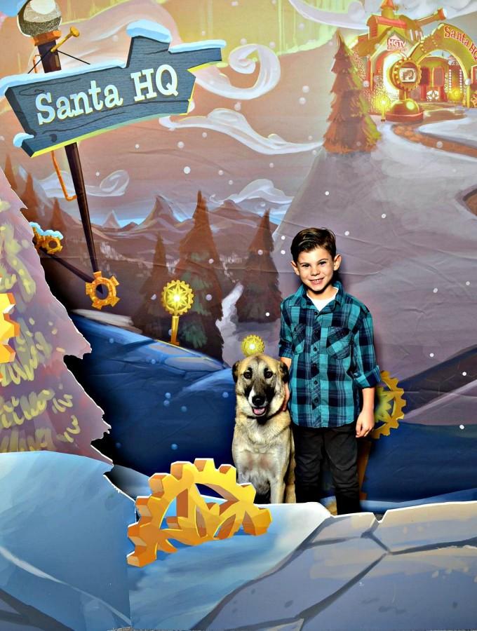 Santa HQ and Santa Paws #loveHGTV #SantaHQ