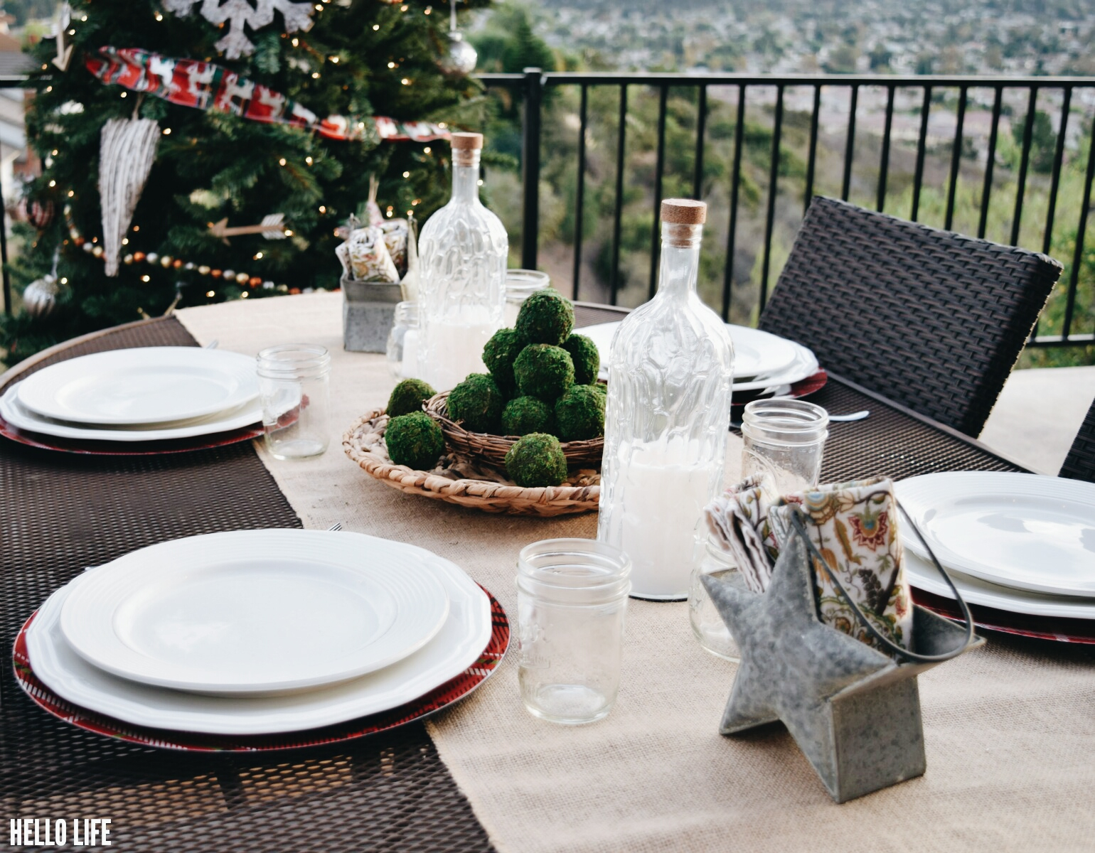 Casual Holiday Dinner Outdoors! #michaelsmakers #madebymichales #makeitwithmichaels